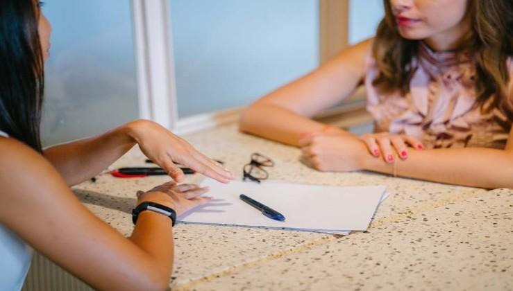 اسئلة للفتيات جريئة ومحرجة تحتاج الى الصراحة، إليك أكثر من 50 سؤال