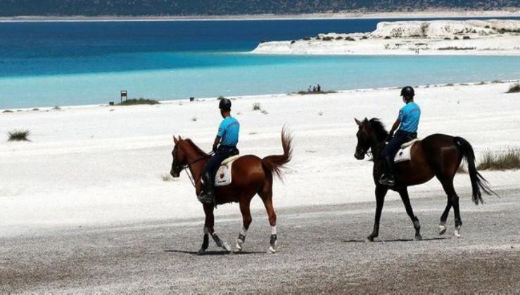 """""""Türkiye'nin Maldivleri"""" olarak bilinen Salda Gölü, atlı jandarmaya emanet"""