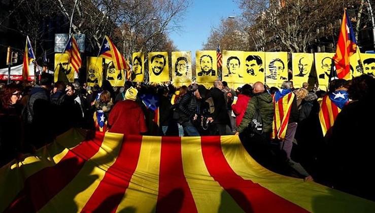 Ayrılıkçı Katalanlara siyaset yasaklandı