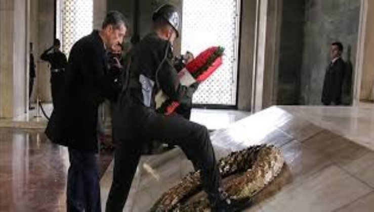 SON DAKİKA: Milli Eğitim Bakanı Ziya Selçuk'tan Anıtkabir'e 'Öğretmenler Günü' ziyareti