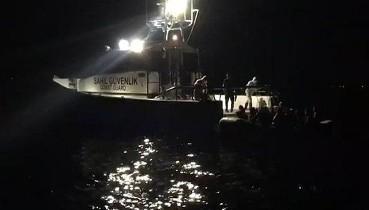 Türkiye, Yunanistan'ın Çanakkale açıklarına geri ittiği 17 sığınmacıyı kurtardı