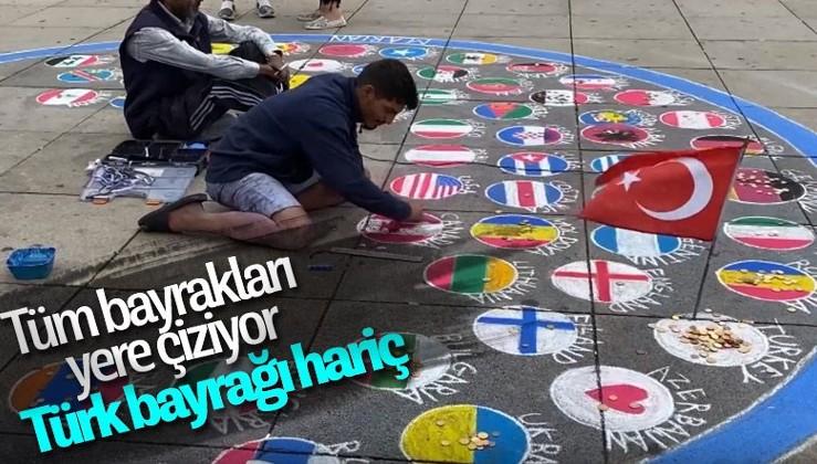 Almanya'da ülke bayraklarını yere çizen sanatçı, Türk bayrağını asmayı tercih etti!