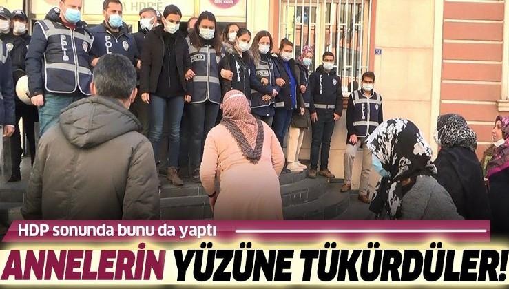 Diyarbakır'da HDP'liler evlat nöbetindeki annelerin yüzüne tükürdü