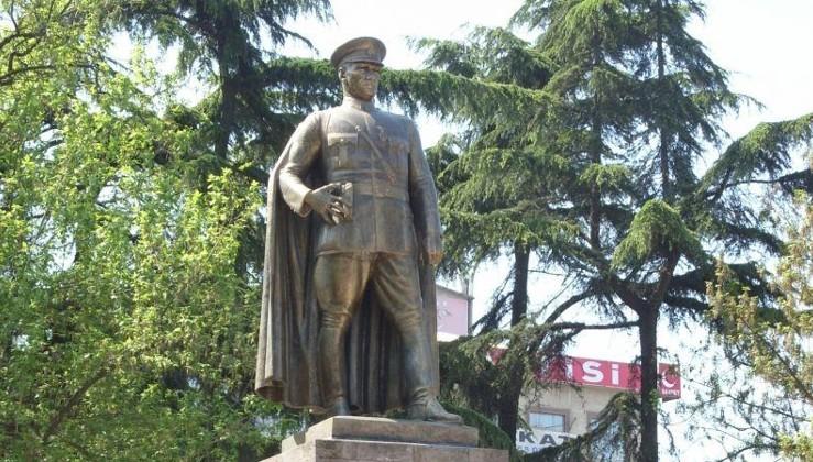 Atatürk düşmanlığında 'zırva' yaptı…