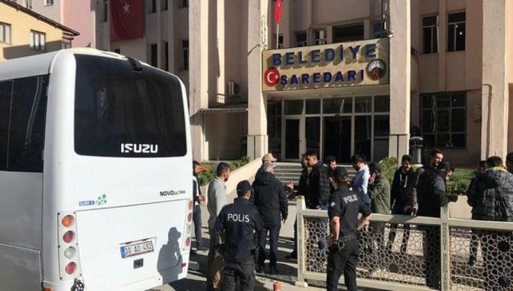 Son dakika: HDP'li Hakkari Belediye Başkanı Cihan Karaman tutuklandı.