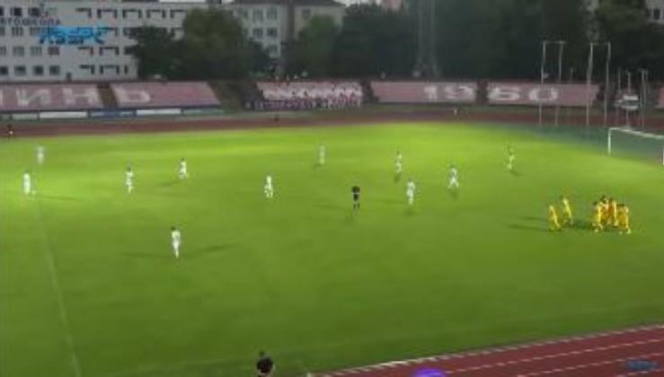 У матчі 23-го туру чемпіонату України футболіст на 30-й секунді забив фантастичний гол бісіклетою (відео)