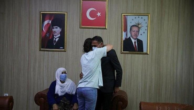 SON DAKİKA: Mardin'de ikna çalışması sonucu teslim olan terörist ailesiyle buluşturuldu