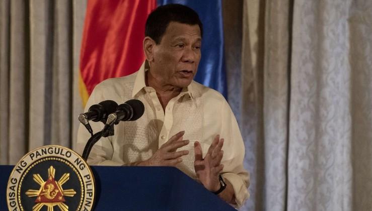 Duterte, omzuna konan böceği muhalefetten bildi: Kesin bir liberal
