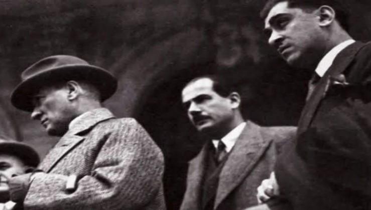 """""""Öldü deme, baştadır bugün bile Atatürk"""""""