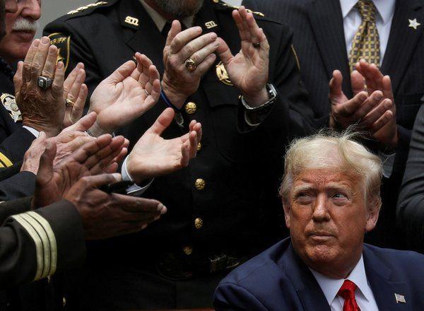 Azil süreci işleyen Donald Trump küstü! Kendisini odasına kapattı