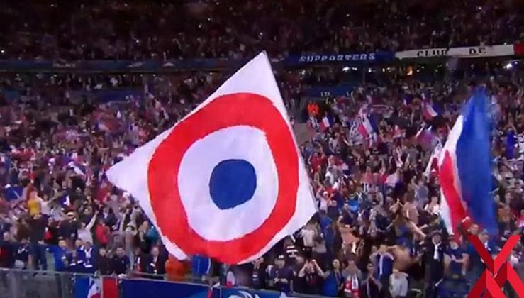 Asker selamımızı hazmedemeyen Fransızlar, Fransız Hava Kuvvetleri bayrağı açmış!