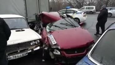 """У Києві нетверезий """"активіст"""" розбив Suzuki, Audi, ВАЗ, Mercedes, Volkswagen і Газель (відео)"""