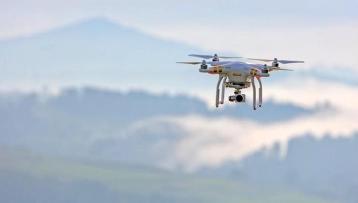 Çin sokaklarında dronelar havalandı, tek tek uyarıyorlar