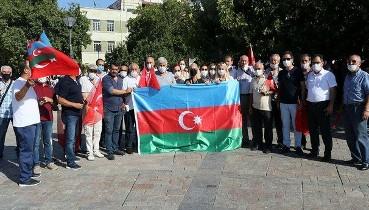 İzmir'de Ermenistan'ın Azerbaycan'a yönelik ağır silahlı saldırıları protesto edildi