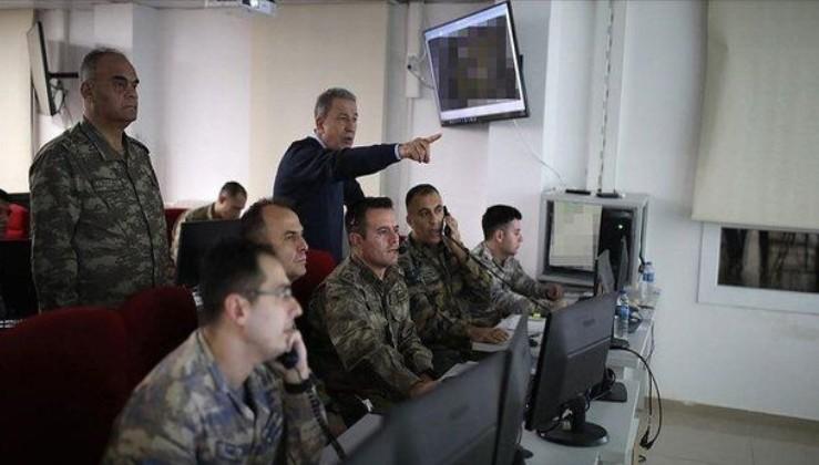 Son dakika: Bakan Akar ve Komutanlar Pençe-Kartal Operasyonu'nu Harekat Merkezi'nden idare ediyor