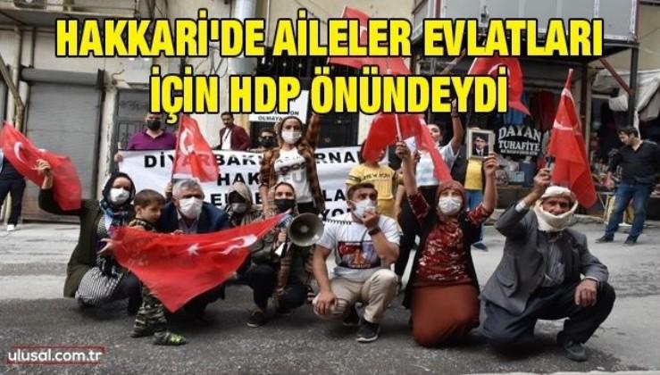 Hakkari'de aileler evlatları için HDP önündeydi