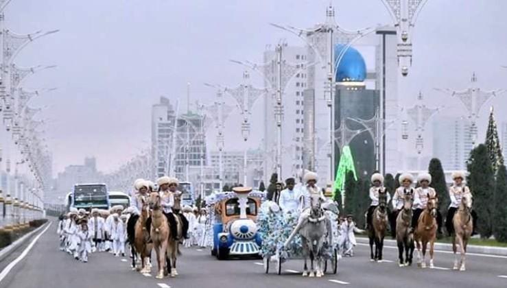 Burası Türkmenistan ve Nardugan Bayramı töreni