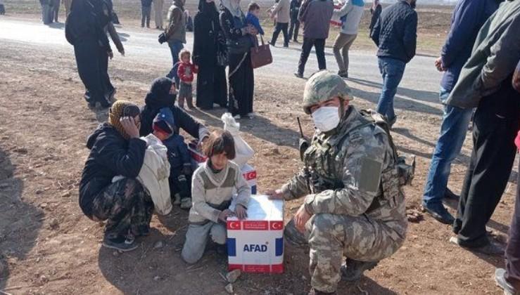 Kahraman Mehmetçik, Barış Pınarı bölgesindeki köylere erzak dağıttı