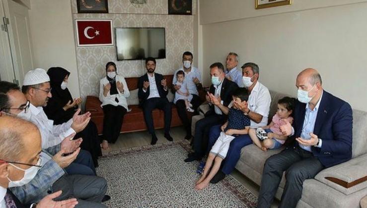 İçişleri Bakanı Süleyman Soylu, 15 Temmuz şehidi ikiz PÖH'lerin ailesini ziyaret etti