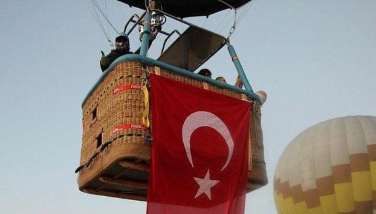 Kapadokya'da 29 Ekim Cumhuriyet Bayramı coşkusu: Türk bayraklarıyla havalandılar