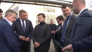 """""""Легше головою об машину, ніж з вами говорити"""", - Зеленський приїхав на завод КрАЗ.. І тут почалося"""