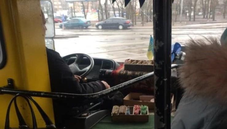 """""""Це Україна! Дєтка! Такого Ви ще не бачили і не чули!"""" - Водій маршрутки забув """"язик"""" і викликав захоплення мережі"""