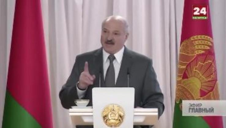 """""""Мы и выдержим. Но с кем будете вы?"""" - Лукашенко похвалився, як Білорусь прихлопнула банк Путіна (відео)"""