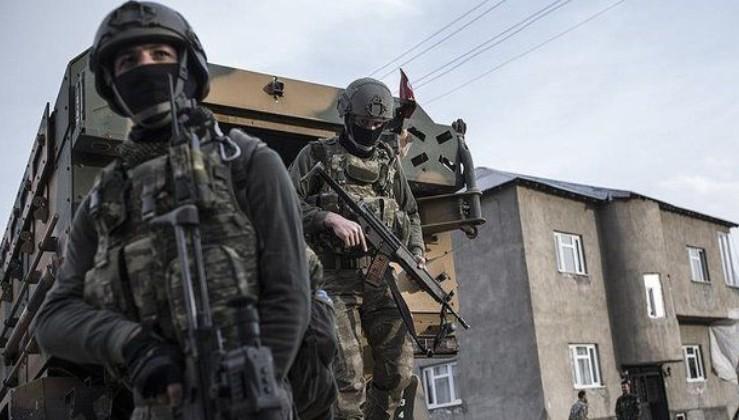 Son dakika: Bitlis'te 2 köyde operasyon nedeniyle sokağa çıkma yasağı ilan edildi.