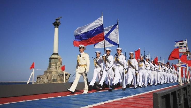 Rus Donanması'ndan gövde gösterisi
