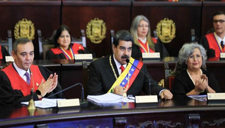 Maduro: Bir kukla ile Venezuela'ya müdahale etmek istiyorlar