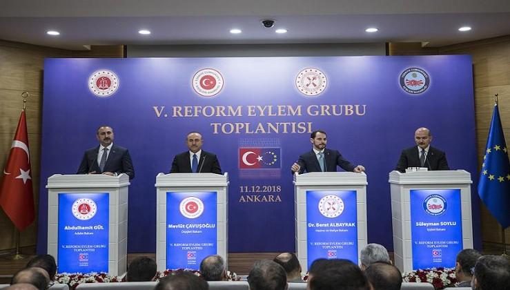 Çavuşoğlu: ABD'nin PKK/YPG'yi eğitmesi bölgeye ihanettir!