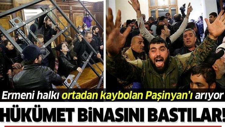 Paşinyan'ın yenilgiyi kabul etmesinin ardından Ermeni halkı hükümet binasını bastı!