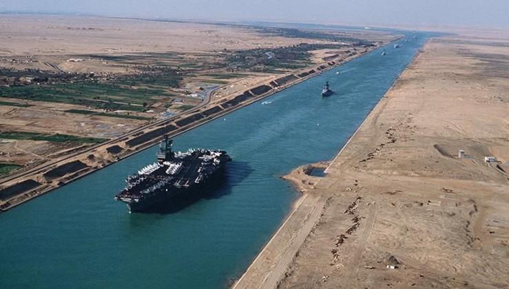 Süveyş Kanalı'ndan 150 yılda 1 milyon 300 bin gemi geçti