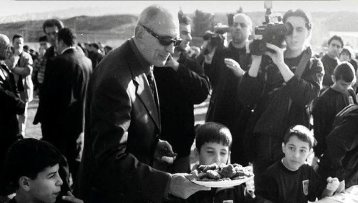 Trabzonspor efsane başkan Özkan Sümer'i selamladı: Öncü ve güçlü bir figürdü