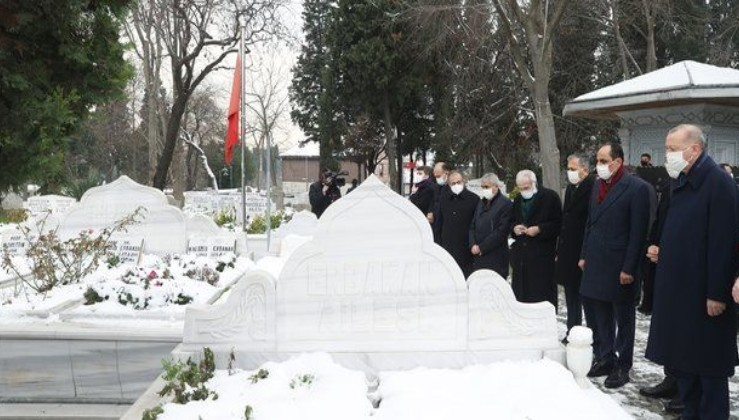 Erdoğan Necmettin Erbakan'ın kabrini ziyaret etti