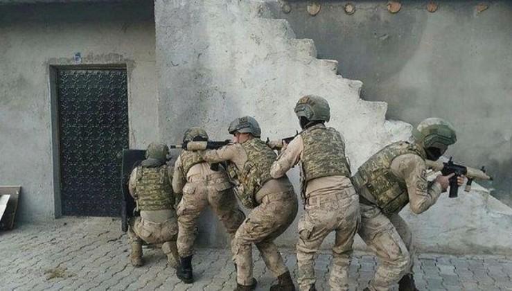 Son dakika: Bitlis'te terör örgütü PKK'ya yönelik operasyonda 4 kişi yakalandı