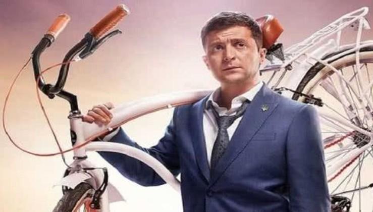 """""""От клятий Порошенко!"""" - Величезний кортеж Зеленського з 15 """"велосипедів"""" в Чернігові потрапив на відео"""