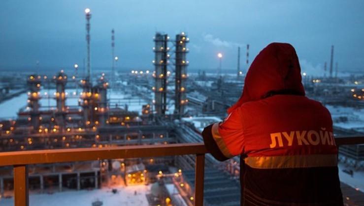 Forbes: Petrol savaşını Rusya kazanacak