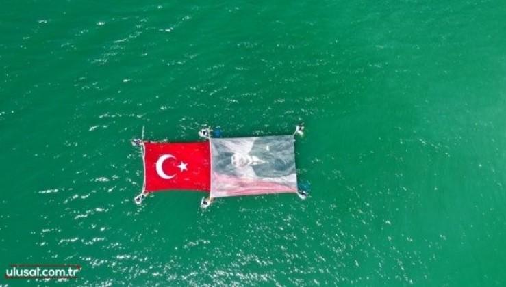 Su altında Atatürk portresi açtılar