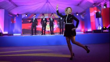 """""""Под исконно русский рок-н-ролл!"""" - Захарова влаштувала дикі танці на корпоративі МЗС Росії (відео)"""