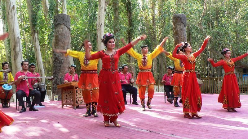 Sinciang'ı gezen gazeteciler: Uygurlar kültürlerini yaşatabiliyor
