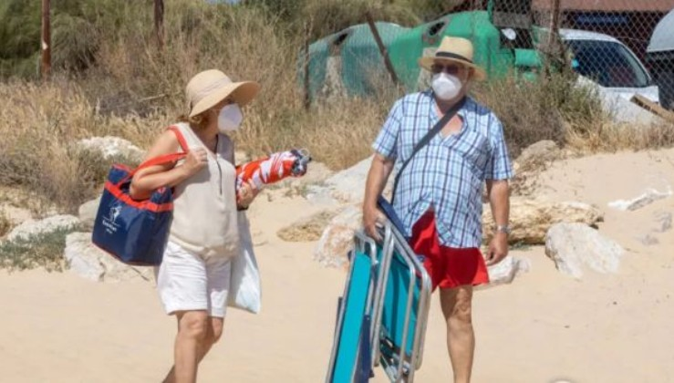"""""""Чи треба носити маски на пляжі?"""" - Міністр охорони здоров'я пояснив ситуацію (відео)"""