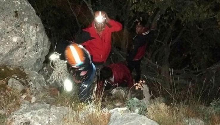 Adana Pozantı'da uçurumda mahsur kalan iki arkadaşı AFAD kurtardı