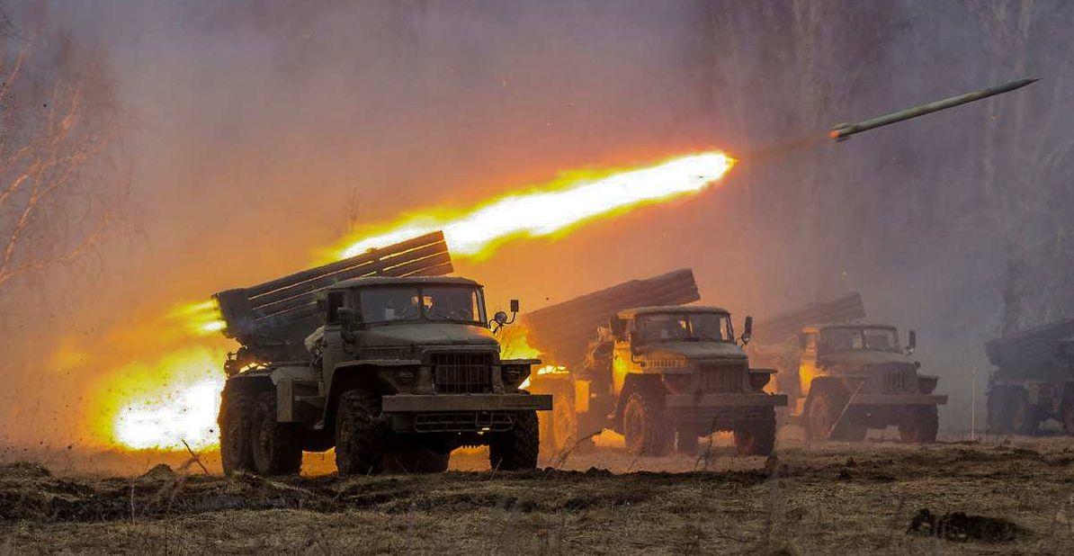 """Війська Пут!на стягнули на Донбас """"Гради"""" і танки: у чому справа"""