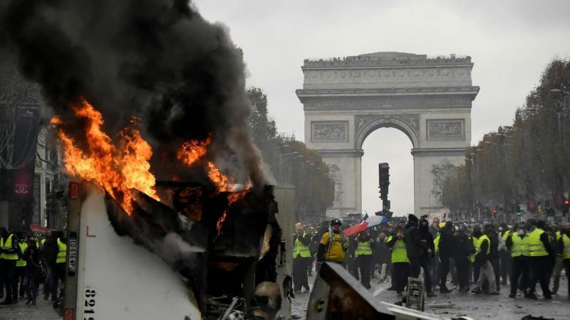 'Sarı Yelekliler' eylemlerinde binlerce gözaltı ve ölü sayısı 10'a yükseldi