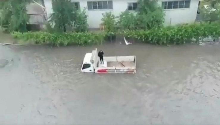 Ankara'da yağış sonrası sel! Sokaklar göle döndü