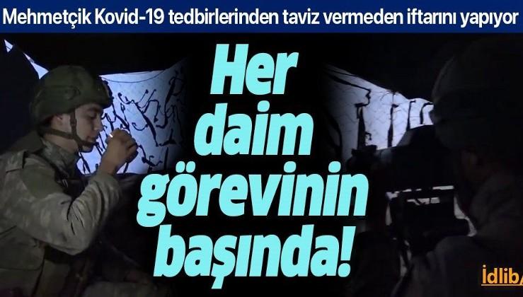 Mehmetçik Kovid-19 tedbirlerinden taviz vermeden iftarını yapıyor