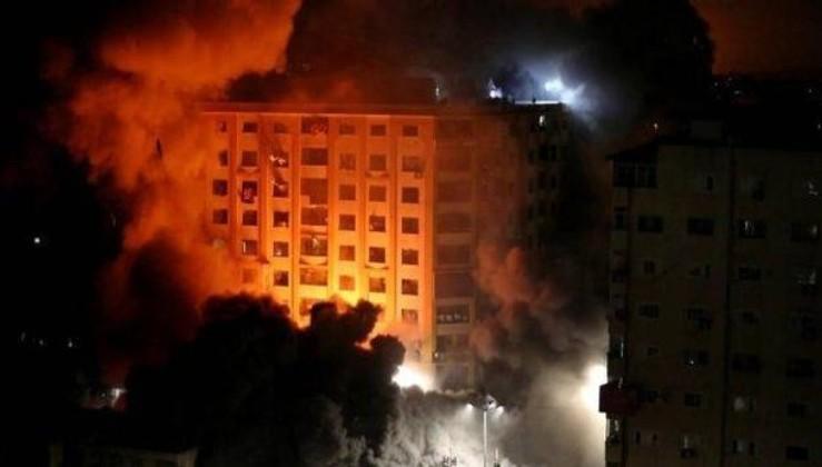 İsrail, Gazze'de sivillerin ve basına ait ofislerin olduğu 9 katlı binayı bombaladı