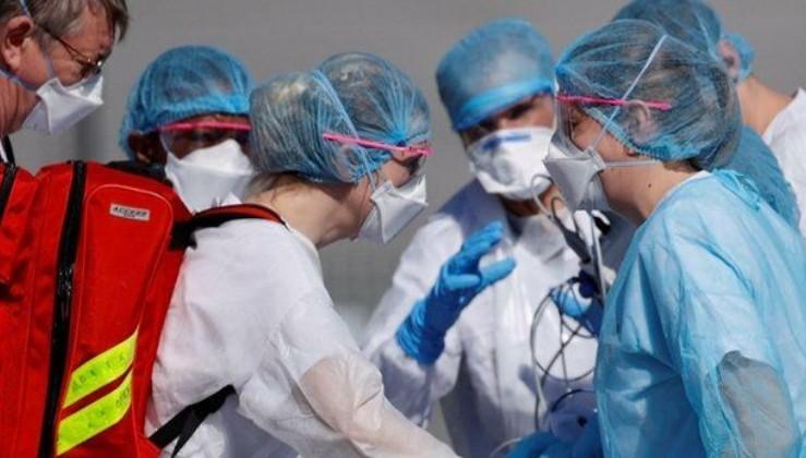 Son dakika: Fransa 3 bin sağlık çalışanını aşı olmadığı için kovdu