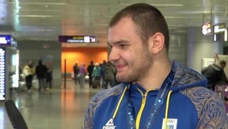 """""""Де твоя форма? Що це за памперс на тобі?"""" - Український борець вказав на проколи у зверненнях Усика (відео)"""